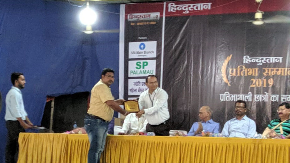 Faculty of MDI College receiving award on the behalf of MDI College